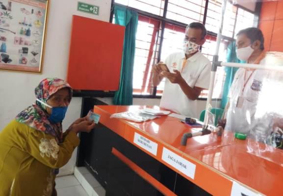 Pembayaran BST melalui Kantor Pos Adimulyo berjalan dengan tertib dan aman